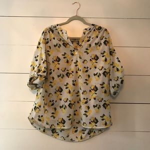 🎉5 for $25 sale🎉 dalia lemon print blouse